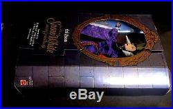 COLLECTIBLE Walt Disney's'Evil Queen' from Snow White and Seven Dwarfs NIB
