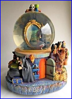 Disney EVIL QUEEN / OLD HAG Talking Snow Globe SNOW WHITE New with Tags Lights Up
