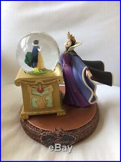 Disney Villains Evil Queen Snowglobe Globe Music Snow White Princess