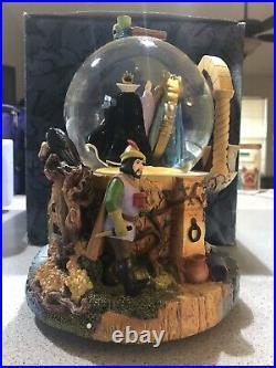 Disney Villains Snow White Evil Queen Snow Globe