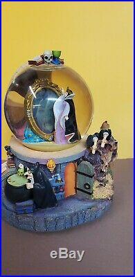 Disney Villiains Glitter Snow Globe Talking Magic Mirror Evil Queen Snow White