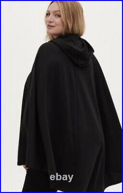 Torrid Disney Snow White 7 Dwarfs Evil Queen Poison Apple Black Hooded cape 1/2